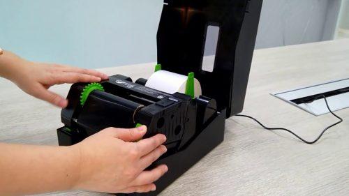 [Chia sẻ] Hướng dẫn cách lắp giấy vào máy in mã vạch đúng kỹ thuật